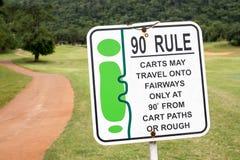 Das Zeichen der Golfregel, 90-Grad-Regel im Golfplatz Thailand Stockbild