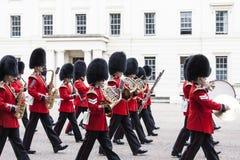 Das zeremonielle Ändern des Londons schützt vor dem sträubenden Palast, London, Vereinigtes Königreich Lizenzfreie Stockbilder