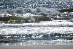 Das Zusammenstoßen bewegt auf einen Strand in Florida wellenartig Lizenzfreies Stockbild