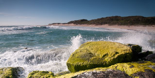 Das Zusammenstoßen bewegt am Surferpunkt West-Australien wellenartig Lizenzfreie Stockbilder