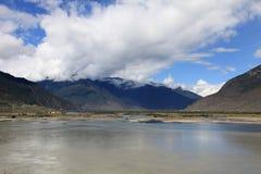 Das Zusammenströmen von Flüssen Stockfoto