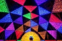 Dasada die Bloesemfestival geven bij dasadagalerij, Prachinburi, Thailand van Dec2,2017 tot Feb28,2018: Aantrekkelijk licht koepe Stock Foto