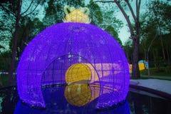 Dasada die Bloesemfestival geven bij dasadagalerij, Prachinburi, Thailand van Dec2,2017 tot Feb28,2018: Aantrekkelijk licht koepe Stock Afbeeldingen