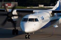 Dash8 à l'AÉROPORT de NARITA Images libres de droits