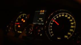 Dashboard in de auto stock video