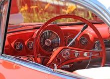 Dashboard van Klassieke auto, linkeraandrijving Stock Fotografie