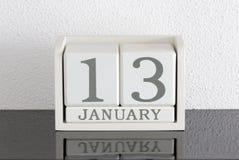 Data bianca 13 del presente del calendario di blocco e mese gennaio Fotografie Stock