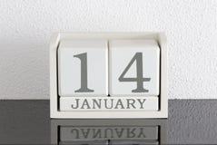 Data bianca 14 del presente del calendario di blocco e mese gennaio Immagine Stock