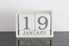 Data bianca 19 del presente del calendario di blocco e mese gennaio Immagine Stock Libera da Diritti
