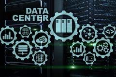Data Center der Zukunft auf einem virtuellen Schirm Gesch?ftsInformationstechnologiekonzept Speicherung Daten und das Sichern des stock abbildung