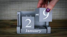 data 29 de ajuste no calendário de madeira do cubo por meses de janeiro filme
