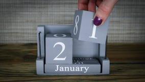 data 21 de ajuste no calendário de madeira do cubo por meses de janeiro filme