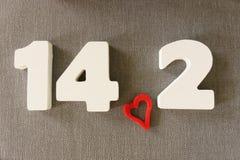 Data de Valentin das letras de madeira brancas Imagens de Stock Royalty Free