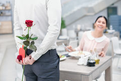Data romântica no restaurante luxuoso foto de stock royalty free
