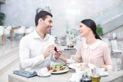 Data romântica no restaurante luxuoso fotografia de stock royalty free
