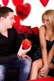 Data romantica delle giovani coppie attraenti Immagini Stock