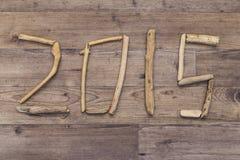 Data 2015 soletrada com madeira lançada à costa Imagem de Stock Royalty Free