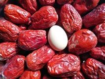 Data vermelha - fruto do jujuba - grande como o ovo imagens de stock