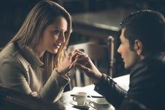 Datar romântico dos pares fotos de stock