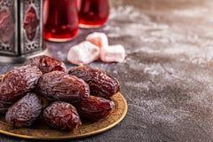Datas frescas de Medjool Ramadan Kareem fotografia de stock