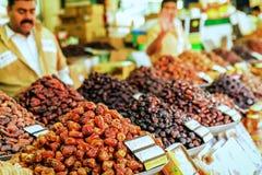Datas secas e o outro fruto seco no mercado em Dubai fotografia de stock royalty free