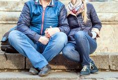 Datation de couples dans la ville Photos libres de droits