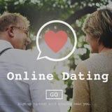 Datation en ligne allant au devant du concept social de réseau de transmission de messages en ligne Photo stock