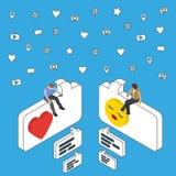 Datation et causerie en ligne Les personnes isométriques s'asseyent sur la zone de dialogue Media social lançant le concept sur l Image stock