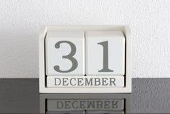 Date blanche 31 de présent de calendrier de bloc et mois décembre Images stock