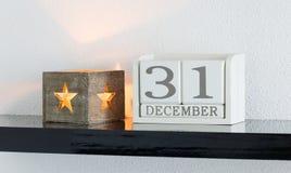 Date blanche 31 de présent de calendrier de bloc et mois décembre Photos libres de droits