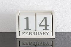 Date blanche 14 de présent de calendrier de bloc et mois février Images stock