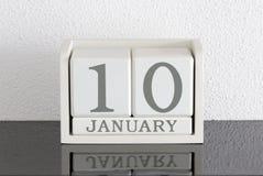 Date blanche 10 de présent de calendrier de bloc et mois janvier Photo stock
