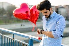 Date de attente d'homme triste la date de valentine Images libres de droits