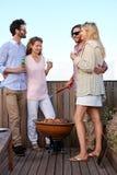 Date de barbecue d'amis double Photo stock