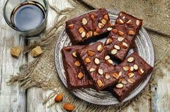 Date dei brownie del burro della mandorla con le mandorle Immagine Stock