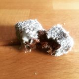 Date enveloppée en noix de coco avec l'amande Photo stock