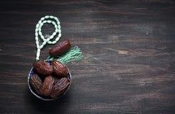 Date frutta e natura morta del rosario Fotografia Stock Libera da Diritti