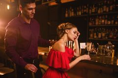 Date in nightclub, couple against bar counter Royalty Free Stock Photos
