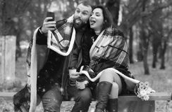 Date in a park lovers on a bench in snow Royalty Free Stock Photography