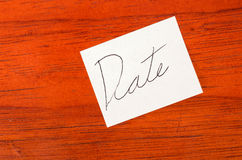 Date- Post it Note on Wood Background Stock Images