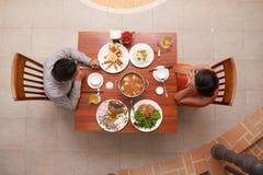 Date romantique dans le restaurant luxueux Image libre de droits