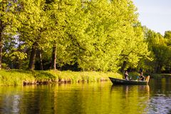 Date romantique en parc de Pavlovsk photo stock