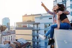 Date romantique sur la terrasse de dessus de toit Photos libres de droits