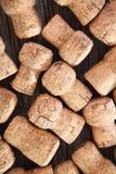 Dated пробочки бутылки вина на деревянной предпосылке Стоковая Фотография RF