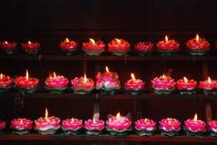 Dateien der Kerzen Frieden betend Lizenzfreies Stockfoto