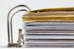 Dateifaltblatt mit Dokumenten und Dokumenten Stockbild