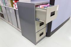 Dateiordnerdokumente in einem CAB-Datei-Zurückhalten lizenzfreies stockbild