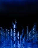 Daten des binären Codes, die auf Bildschirmanzeige fließen Lizenzfreies Stockfoto