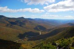 Datenbahn über Franconia Kerbe, weißes Mountian lizenzfreie stockfotografie