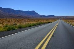 Datenbahn in der Arizona-Wüste lizenzfreies stockbild
